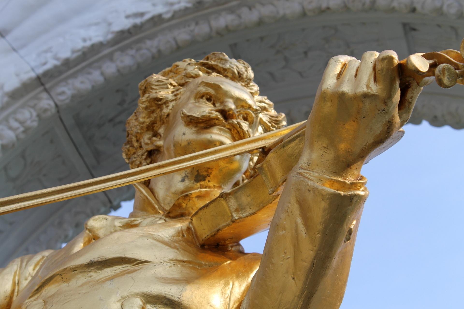 Strauss Statue Musikverein